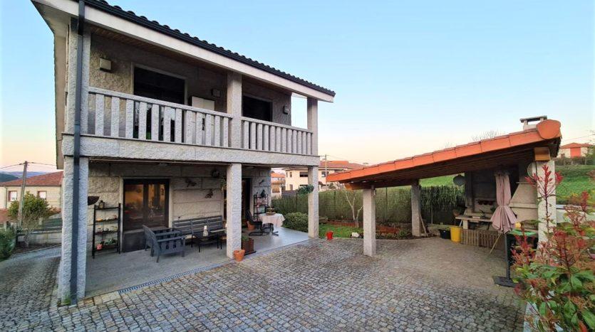 Se vende casa de piedra en Piñor con terreno y vistas
